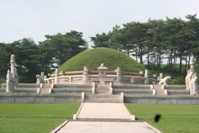 初代高麗国王・王建陵