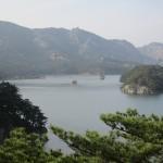 海岸近くにある湖・三日浦