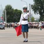 交通整理をする平壌の女性警察官
