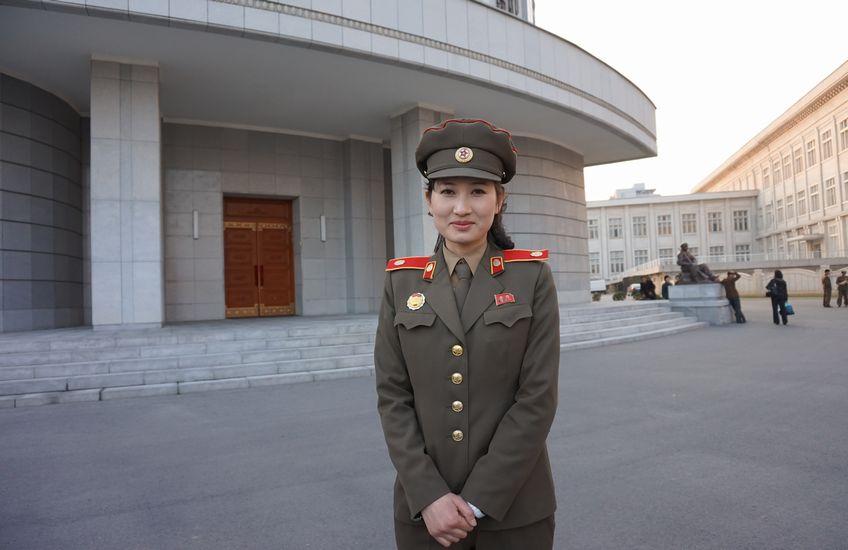 祖国解放戦争勝利記念館の案内人