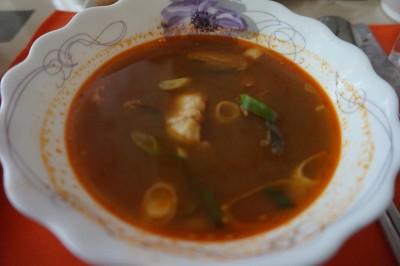 地味に辛いスープ
