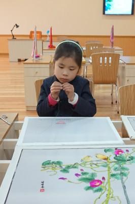 万景台学生少年宮殿で手芸を学ぶ生徒