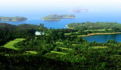 風致の美しい台城湖畔が広がってます